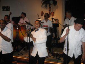 Chino Espinosa y Los Dueños del Son. Donde esta el CARIño?